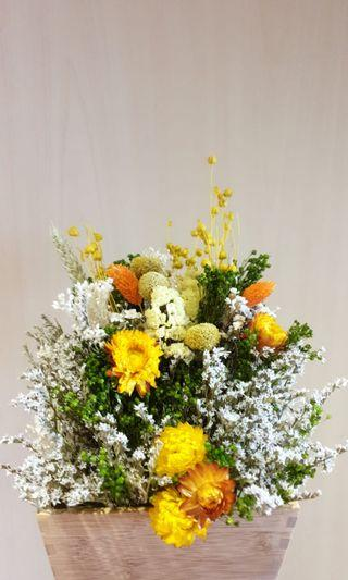 🚚 Sunshine theme dried flowers with vase