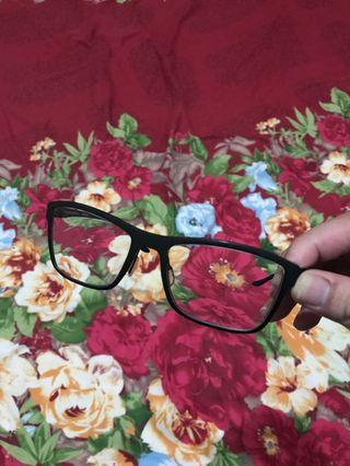 Kacamata baca merk mercedes benz