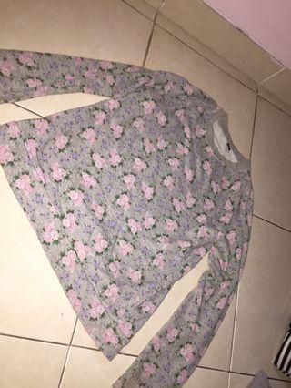 SWEATER WITH FLOWERS PATTERN