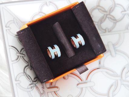 Pop H earring