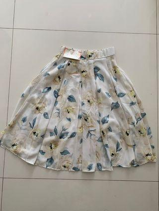 🚚 Off-white lined floral Skirt