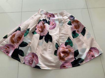 🚚 Beautiful flared Floral Skirt - light peach background with roses.