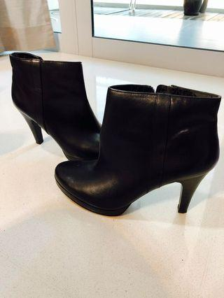 Black Nine West high heel boots