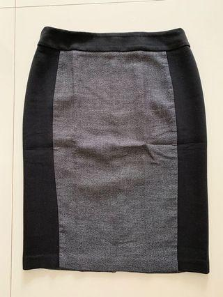 🚚 Office Skirt - grey with black side panels for a slimming effect.