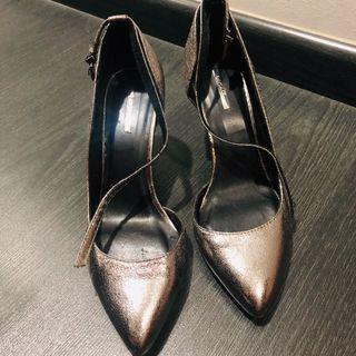 Heel shoes $10 each pair