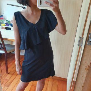 黑色單肩荷葉邊小洋裝