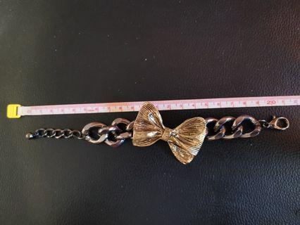 Metal Ribbon Bracelet
