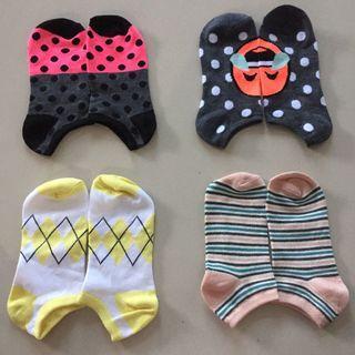 Kaos kaki motif lucu