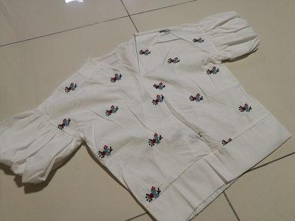 White top with flower embroidery