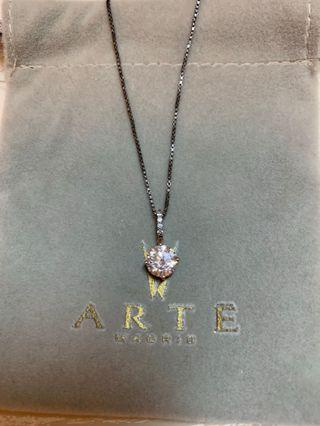 Arte Madrid pendant with silver necklace