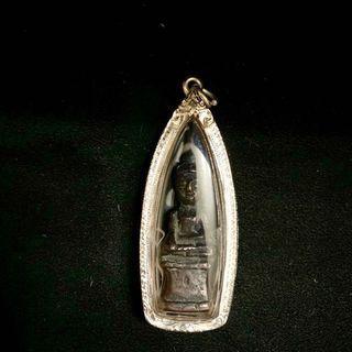 泰國佛牌 清盛跟西雙版納邊界的帕猜 可考年份約45-50年前製作 泰國帕猜藏家圈得 純銀殼老件 無需供奉 請先私訊勿直接下標