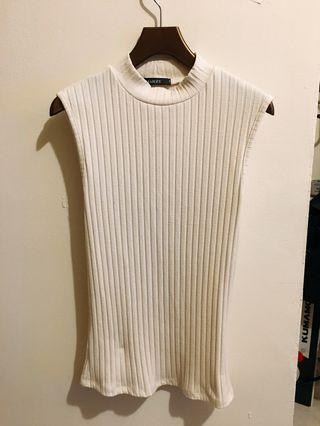 🚚 螺紋白色貼身高領上衣