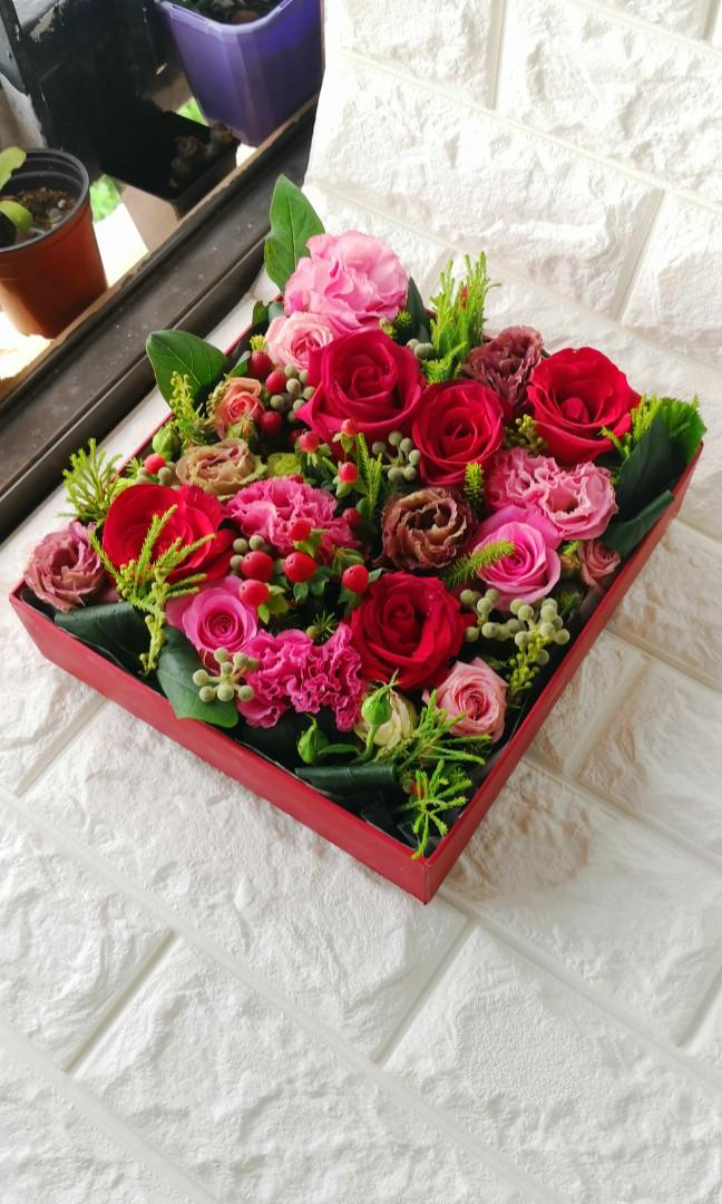 1 Day Sale Fresh Flowers In A Gift Box Gardening Flowers Bouquets On Carousell