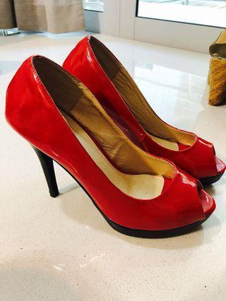 🚚 Red 4.5 inches high heels