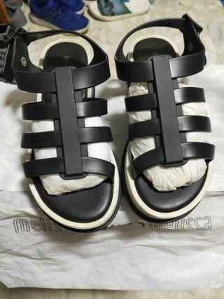 🚚 Melissa black sandals