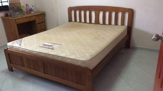 🚚 Queen Size Bed