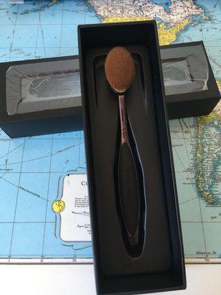 Mac oval 6 makeup brush