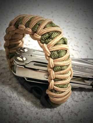 Paracord Bracelet Double Stitch  🔥HANDMADE IN SG🇸🇬  ✅TWO COLOR ,TACTICAL  Khaki & Army Green 🔥NEW IN STOCK🔥FREE POSTAGE 🔥