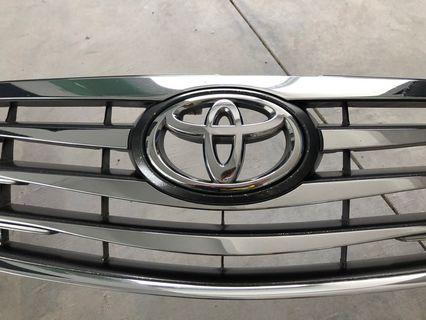 Toyota Camry 2.4  2011 original front grill - used part