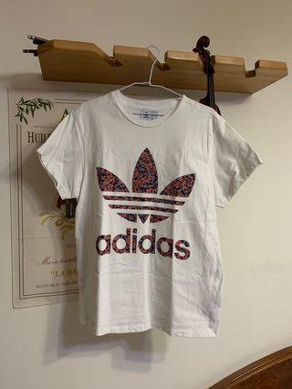 🚚 Adidas 三葉草 上衣