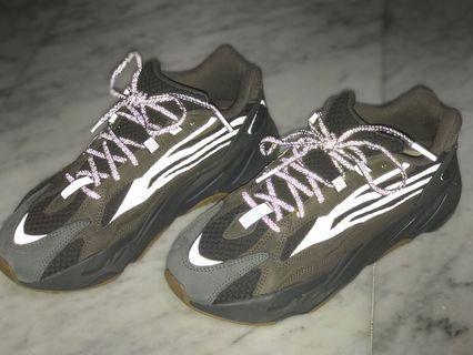 🚚 Adidas Yeezy Boost 700 V2