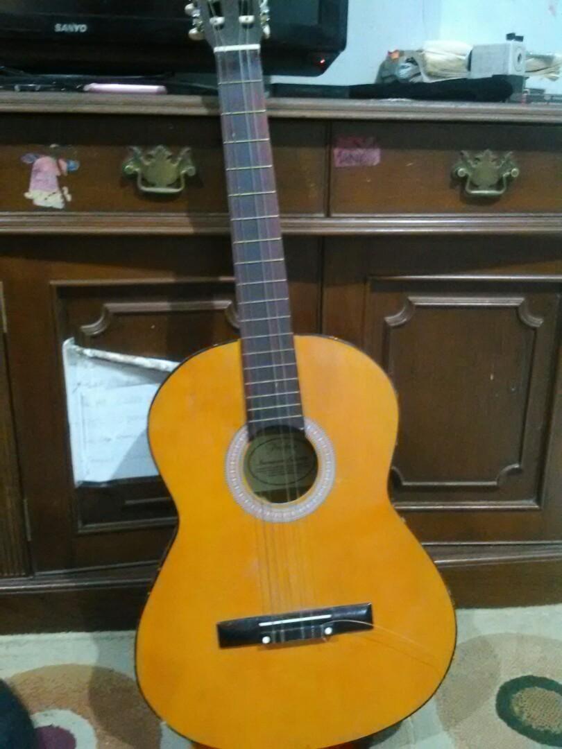 Jual gitar merek profxy insyaallah masih bagus