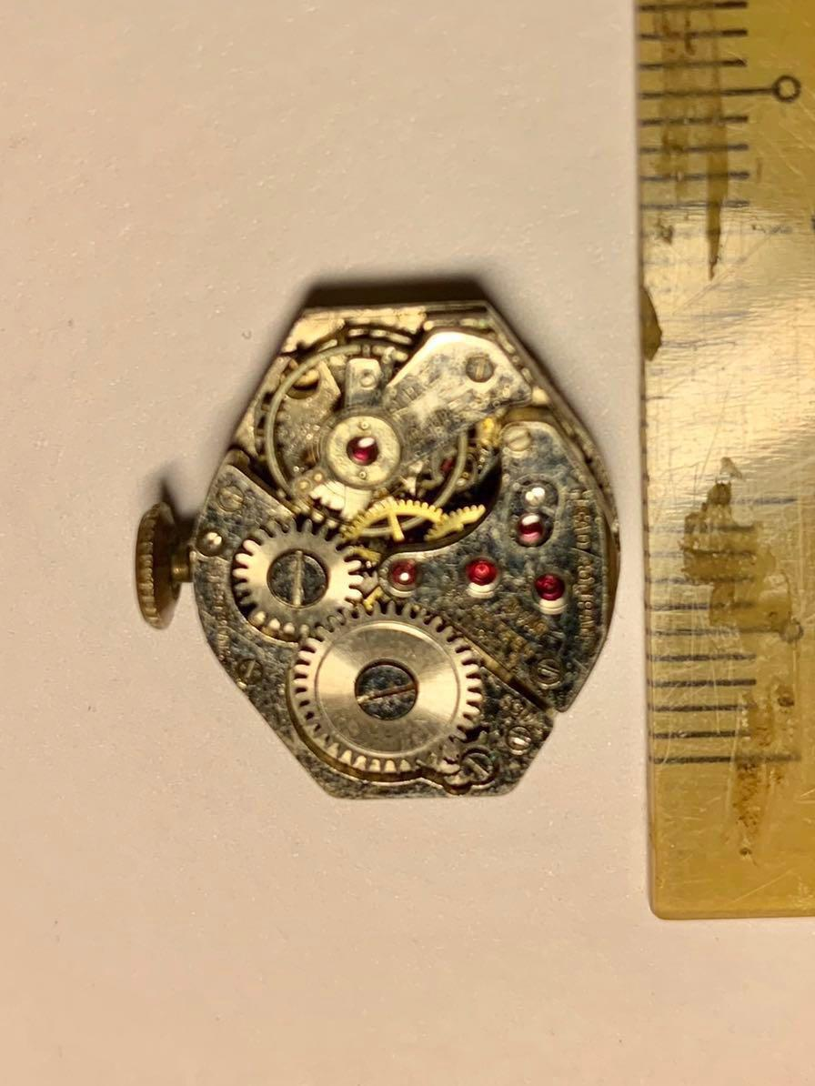 Mead Watch Company - small watch movement (not working - spare parts for your watch or to be made into cufflinks) 👍🏻 #MRTHougang #MRTRaffles #MRTBedok #MRTTampines #MRTCCK #MRTJurongEast #MRTYishun