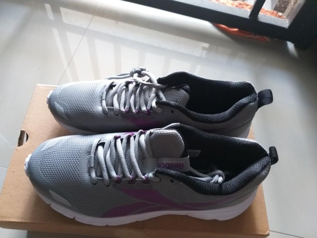 Reebok sepatu olahraga uk 39