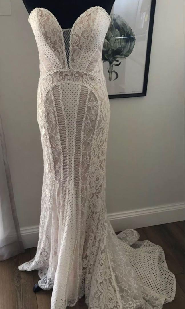 Wedding/formal dress (fits a bigger size 8 and smaller size 10)