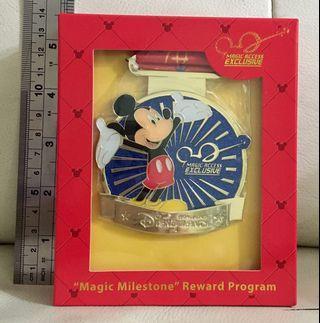 全新 迪士尼 金牌 襟章 (剩3個)