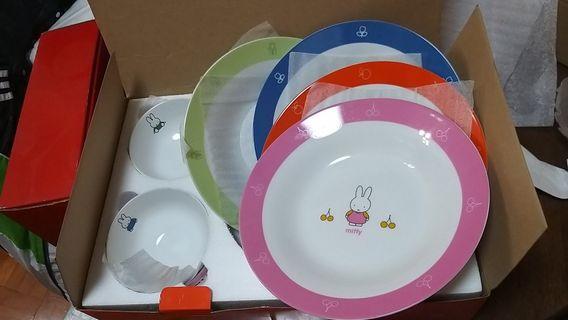 Miffy 一套八件碗碟