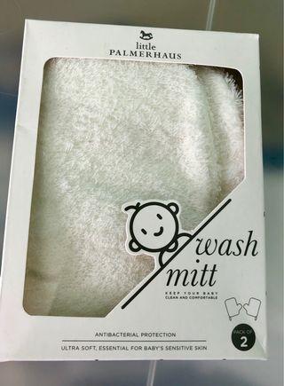 🚚 Baby wash mittens (1 pair)
