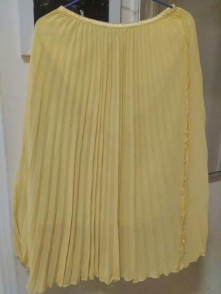 Yellow Skirt  黃色百褶裙