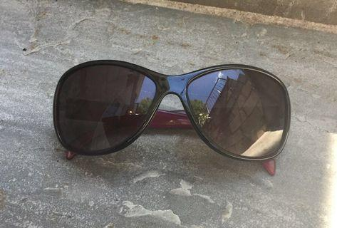 Sunglasses used but in excellent condition