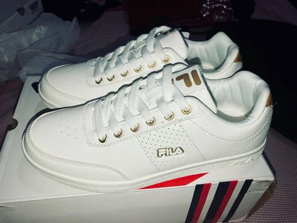 812e80bdbaf6 BRANDNEW AUTHENTIC UNISEX FILA WHITE SNEAKERS SHOES WITH BOX