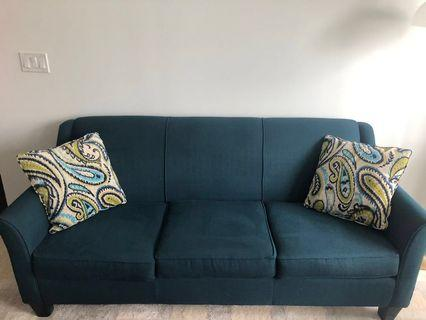 Beautiful 3 seat couch. In great condition!