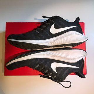 Nike Vomero 14, size US9.5 Running shoe w/ Zoom React mids