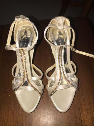 🚚 Glamorous T-strap stiletto heels with rhinestones