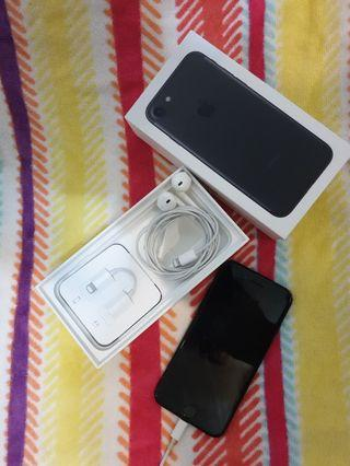 <Sell> IPHONE7 4.7 128GB BLACK 內附全新配備Lightning接頭EarPods, Lightning 轉耳機插孔轉接器,8成新Lightning 轉USB接線和USB 電源轉換器。