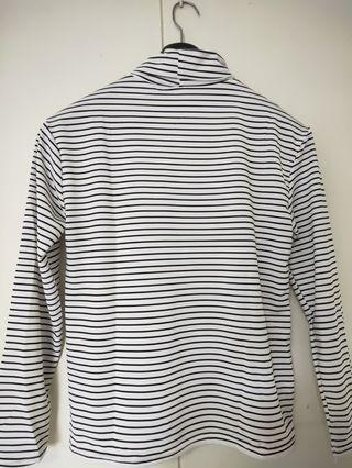 Long sleeved black and white shirt