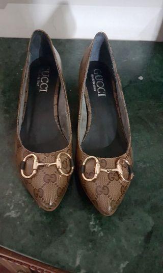 sepatu heels gucci