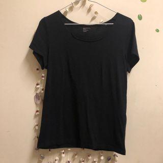 特價-NET 黑 T恤 不修邊領口 M號