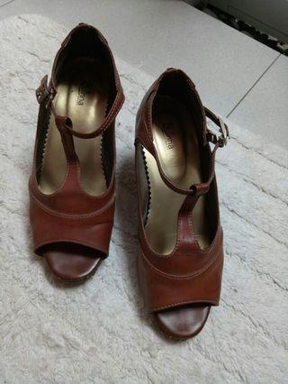 Wedges brown
