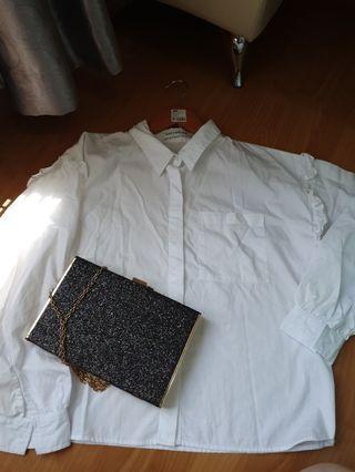 Kemeja putih dengan lengan ruffle merk cotton ink