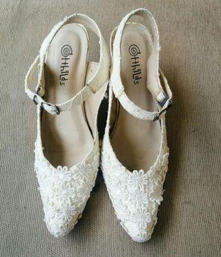 White lace heels cantik