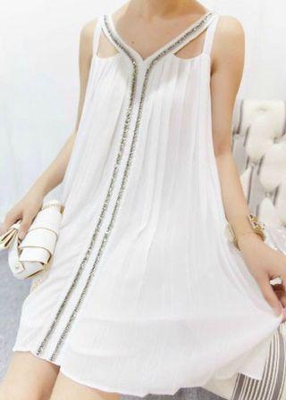 🚚 純白雪紡百褶無袖削肩金屬鏈條裝飾小洋裝/短裙