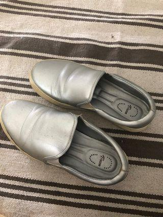 🚚 Comfortable shoes in Size 36
