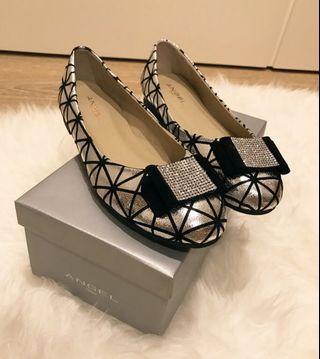 【全新】ANGEL ITALY專櫃女鞋銀色格包鞋~娃娃鞋