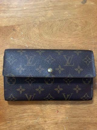 🚚 LV Wallet Authentic Good Condition