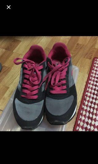 🚚 名牌運動鞋